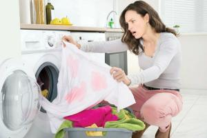 5 greseli care iti distrug hainele la spalare. Tu stiai aceste lucruri?
