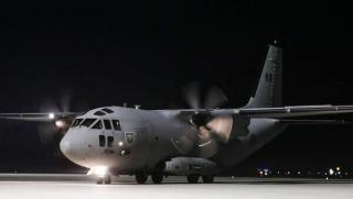 Cinci tone de materiale sanitare au fost aduse din Qatar cu o aeronava militara