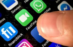 Apple a rezolvat problema care permitea spionarea utilizatorilor prin FaceTime