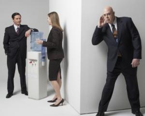 O companie vinde programe cu ajutorul carora guvernul poate asculta telefoanele utilizatorilor