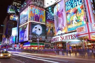 Paradoxul vaccinarii: Persoanele imunizate cu AstraZeneca au interdictie de a participa la primul spectacol de pe Broadway