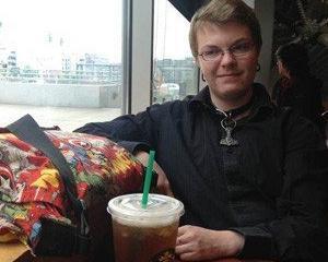 Motivul halucinant pentru care un barista de la Starbucks sustine ca a fost concediat: A mancat un sandwich de la gunoi
