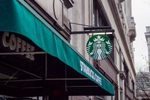 Adio Starbucks? De ce nu mai sunt tinerii atrasi de conceptul american