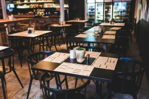 Unul dintre cele mai mari lanturi de cafenele prezente si in Romania inchide sute de locatii