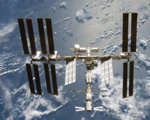 Rusii continua sa repare mici defectiuni la Statia Spatiala Internationala