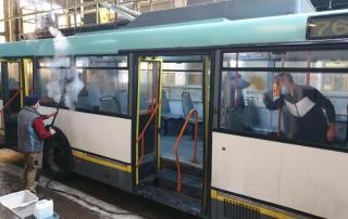 Societatea de Transport Bucuresti a igienizat si decontaminat 369 de autobuze, 144 de troleibuze si 223 de tramvaie