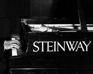 Producatorul de piane Steinway, cumparat de Kohlberg & Co