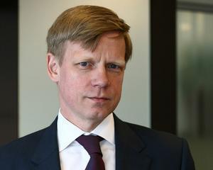 Steven van Groningen continua sa investeasca in actiuni FP