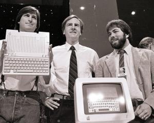 """13 citate din partea lui Steve Jobs: """"Fii un etalon al calitatii"""""""