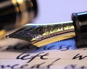 Piata instrumentelor de scris a avansat cu 15% fata de 2015