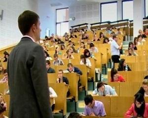De ce a scazut calitatea invatamantului universitar in Romania?