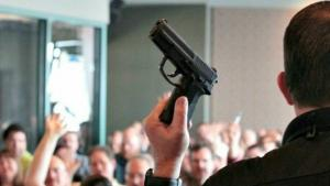 De ce nu interzice guvernul SUA armele de foc?