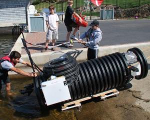Un tanar a construit un submarin cu 2.000 de dolari