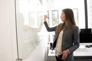 Ce ii convinge pe angajati sa ramana la un loc de munca pe termen lung