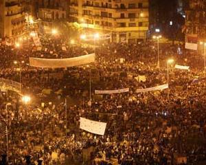 "Editorialist: America are nevoie de o ""Piata Tahrir"""