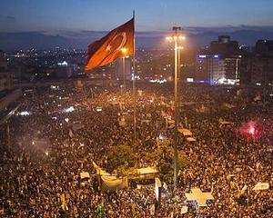 Bucurie in randul demonstrantilor din Turcia: Politia a ramas fara grenade lacrimogene
