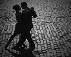 Tangoul face doi pasi inainte, boala Parkinson unul inapoi