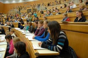 O cunoscuta Universitate din tara a ELIMINAT taxa de inscriere la studiile de licenta si masterat