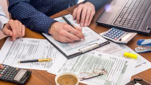 Negocieri pe Taxa pe lacomie: Bancile au discutat cu Finantele posibilitatea ca taxa sa se aplice semestrial, nu trimestrial