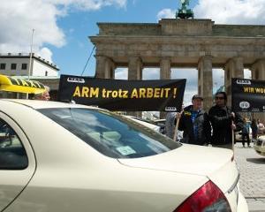 Mii de taximetristi protesteaza in Germania impotriva Uber