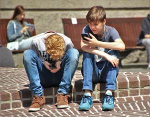 Studiu: Tehnologia ar putea avea efecte severe si iremediabile asupra creierului copilului