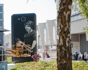 Telefonul de 6 metri, atractia IFA 2013