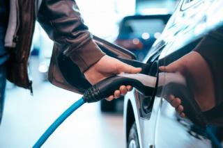 Telekom instaleaza statii de incarcare pentru masinile electrice, in mai multe orase din Romania