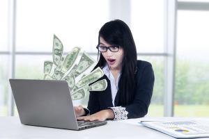 A fost adoptata TELEMUNCA: Legea care le permite angajatilor sa lucreze de acasa