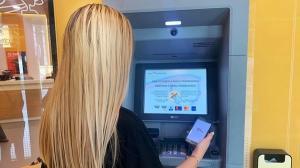 Puteti retrage contactless bani de la bancomat