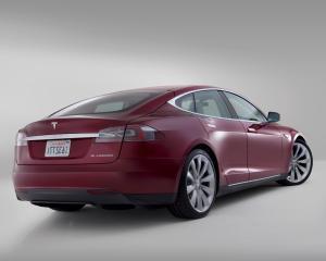 Telefonica va furniza conectivitate M2M pentru masinile electrice Tesla in Europa