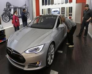 Anunt-surpriza din partea Tesla Motors
