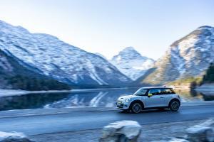 Poveste cu MINI Cooper SE si aerul curat de munte