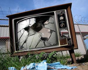 Nu trageti in televizor!