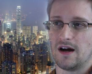 Se strange tot mai mult latul in jurul gatului lui Snowden
