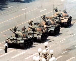 18 aprilie 1989: Mii de studenti chinezi protesteaza in piata Tien an Men