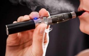 Tigarile electronice si dispozitivele care incalzesc tutunul vor fi interzise in spatiile publice