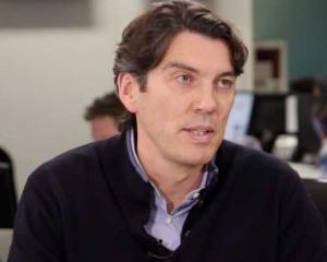 "AOL: Tim Armstrong si-a concediat un angajat ""in direct"". O mie de angajati au fost ""martori"" la incident"