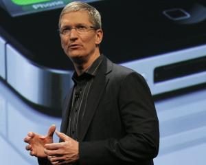 Tim Cook isi leaga bonusurile de pretul actiunilor Apple