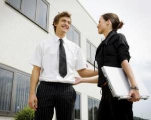 Tinerii care termina facultatea in Bucuresti vor salarii mai mari decat cei din alte orase