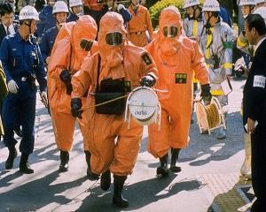 20 martie 1995: Metroul din Tokyo este atacat cu gaz sarin