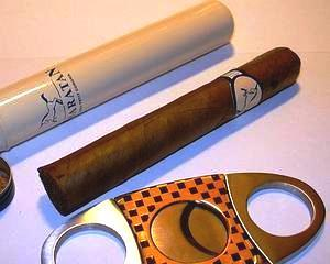 Ungaria interzice comercializarea tutunului in benzinarii si in marile magazine