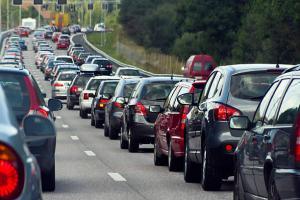 Trafic aglomerat pe drumurile spre statiunile turistice de pe Valea Prahovei si litoral