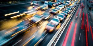 Primaria Capitalei va ridica masinile parcate pe prima banda. Cat costa taxa de recuperare