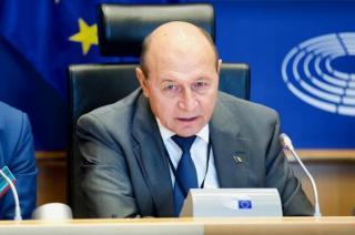 Basescu: Trump e pe cale sa isi faca tara praf si pulbere