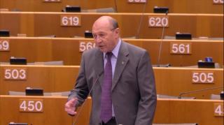 Basescu: Scolile nu sunt pregatite de redeschidere. Ma tem ca le vom inchide pe 8 martie