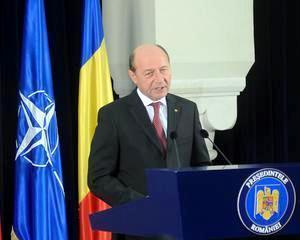 Presedintele Basescu a decorat trei universitati bucurestene