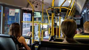 In timp ce Primaria Capitalei inventeaza taxe impotriva poluarii, Geneva ofera TRANSPORT PUBLIC GRATUIT