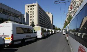 Transportatorii de persoane protesteaza: Peste 16.000 de autovehicule comerciale vor intrerupe activitatea in toata tara