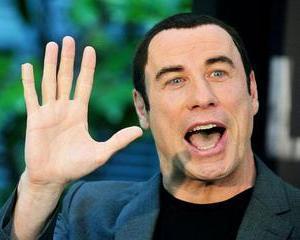 Travolta vrea sa fie baiatul rau care o incaseaza de la James Bond