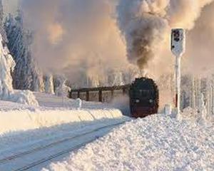 Incet, incet, se reia traficul feroviar